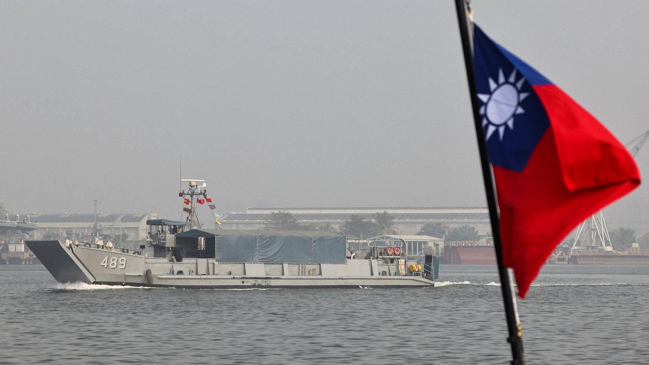Na čínské dezinformace a tlak odpovídá Tchaj-wan spíš humorem než armádou.