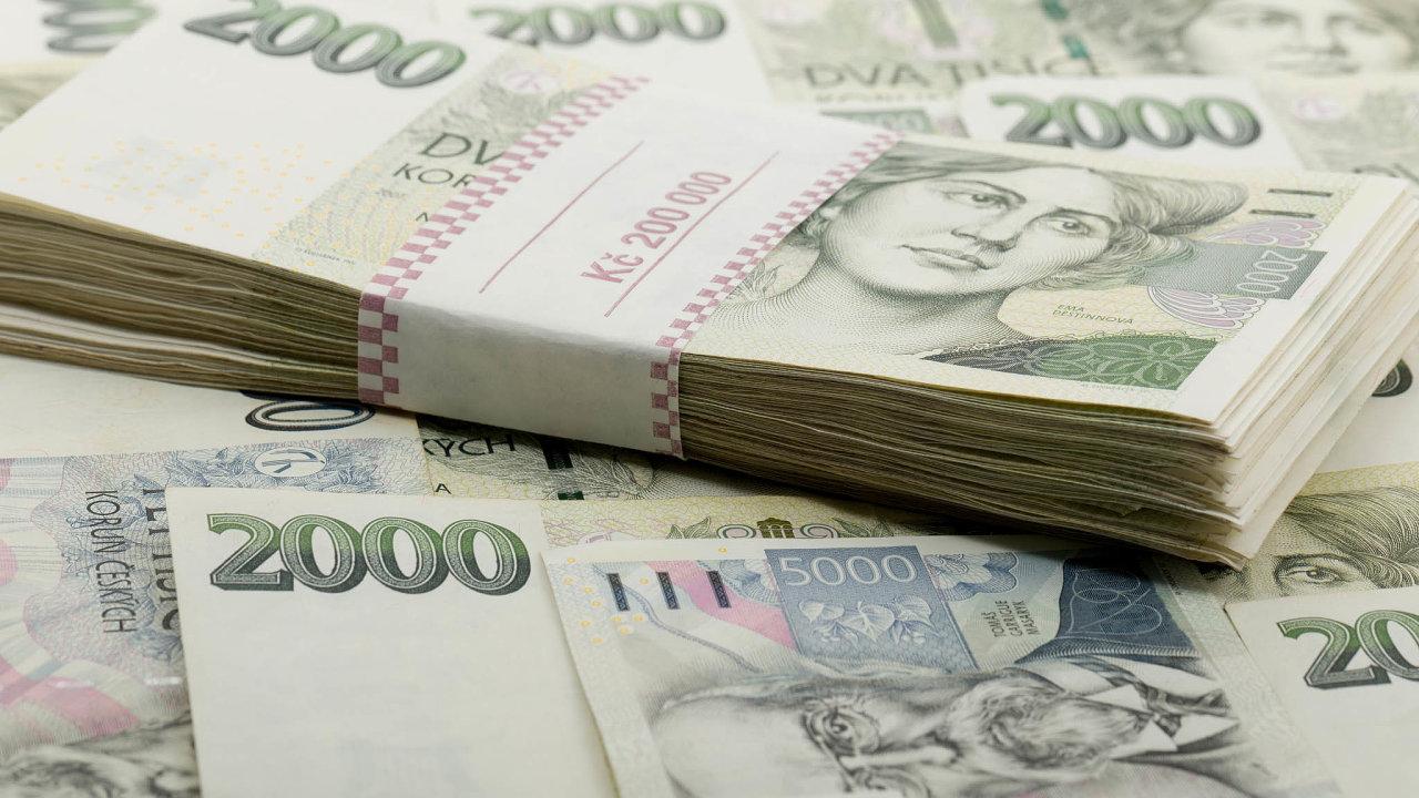 Češi hromadí peníze, čeká se velké utrácení