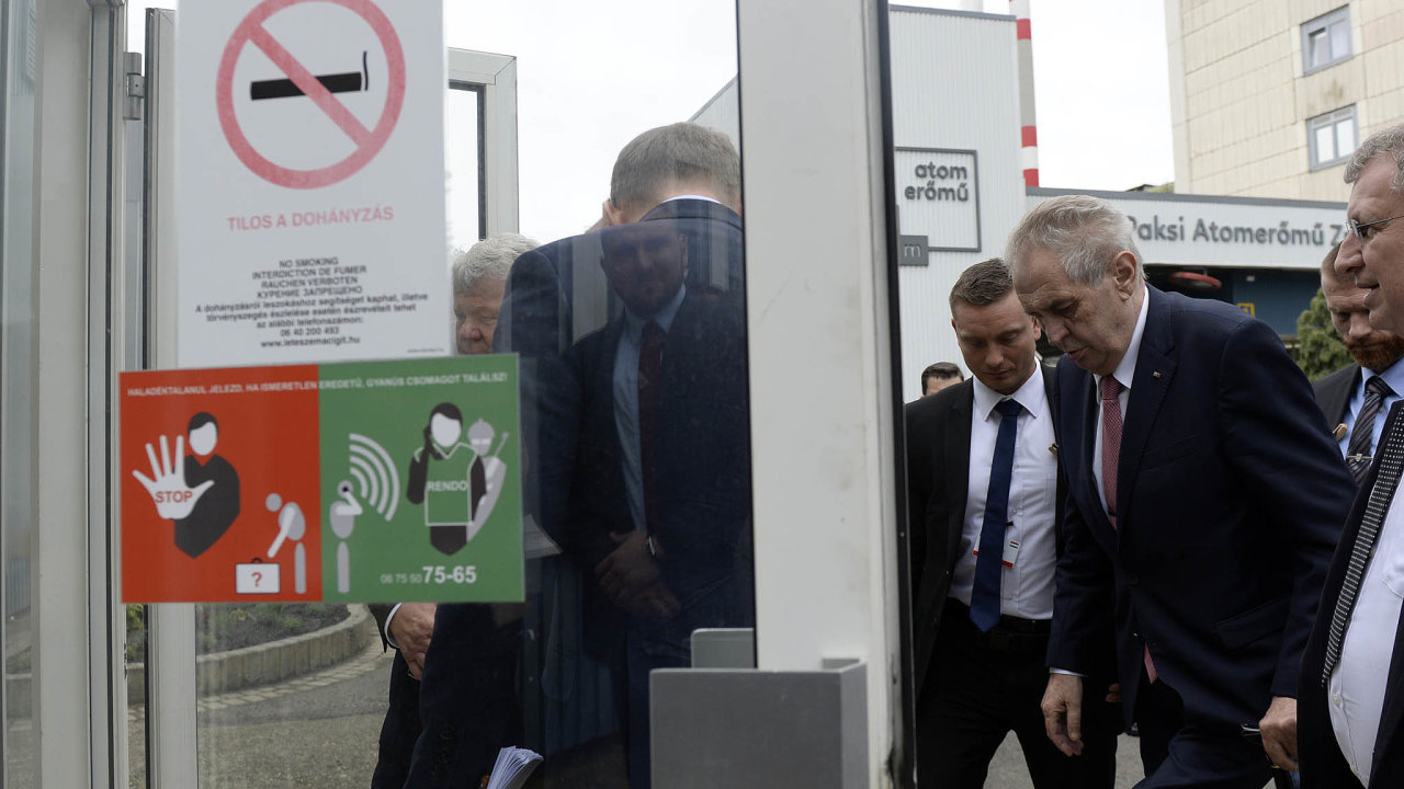 Prezident Miloš Zeman (třetí zprava) navštívil 16. května 2019 při své návštěvě Maďarska jadernou elektrárnu Paks.---President Milos Zeman (3rd right) visits Paks nuclear power plant