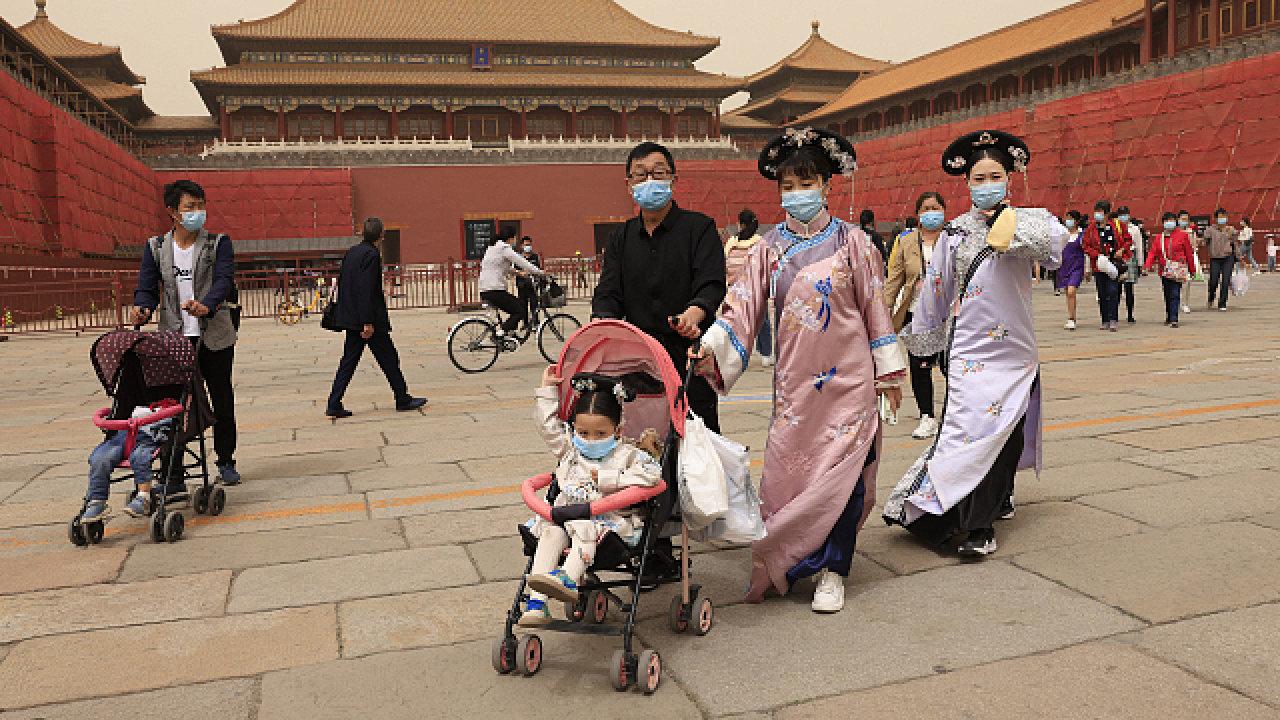 Nízká porodnost asní spojené stárnutí populace je vedle společenského také zásadní ekonomické téma Číny.