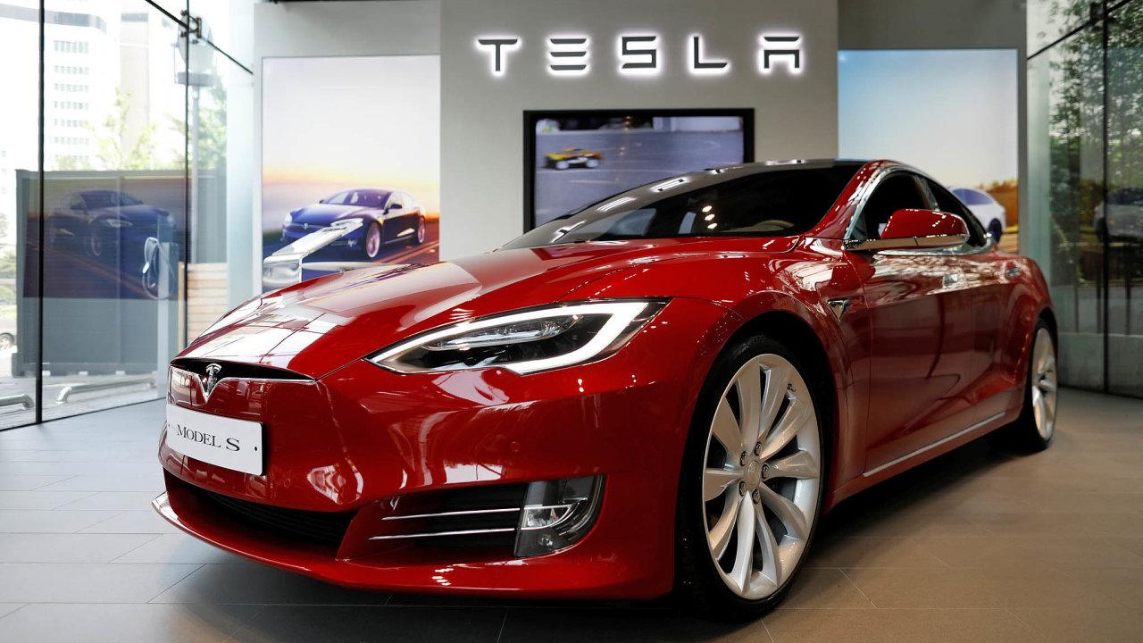 Libůstka. Hájek je majitelem Tesly Model Savelkým fanouškem elektromobility.