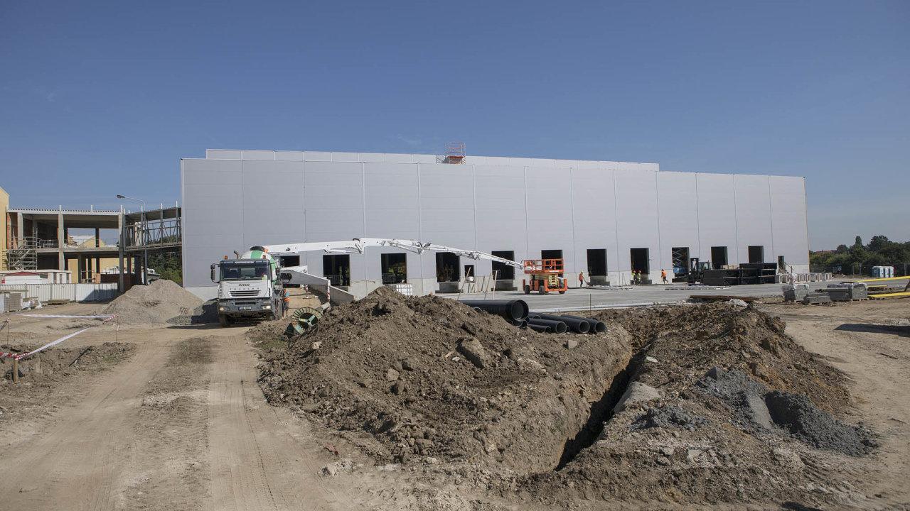 Stavba automatického skladu společnosti Coca-Cola HBC v Praze – Kyjích.