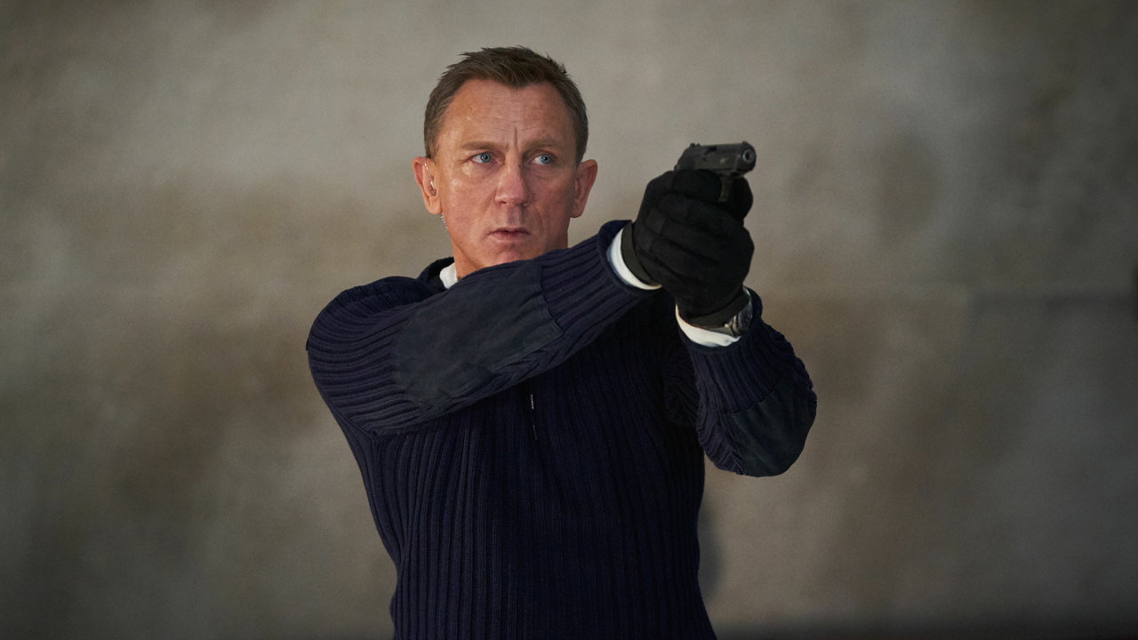 Daniel Craig jako James Bond ve své poslední bondovce Není čas zemřít, která ve čtvrtek zamíří do kin.