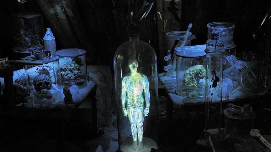 O strašidelném Silvestru můžete nahlédnout do laboratoře Edwarda Kellyho