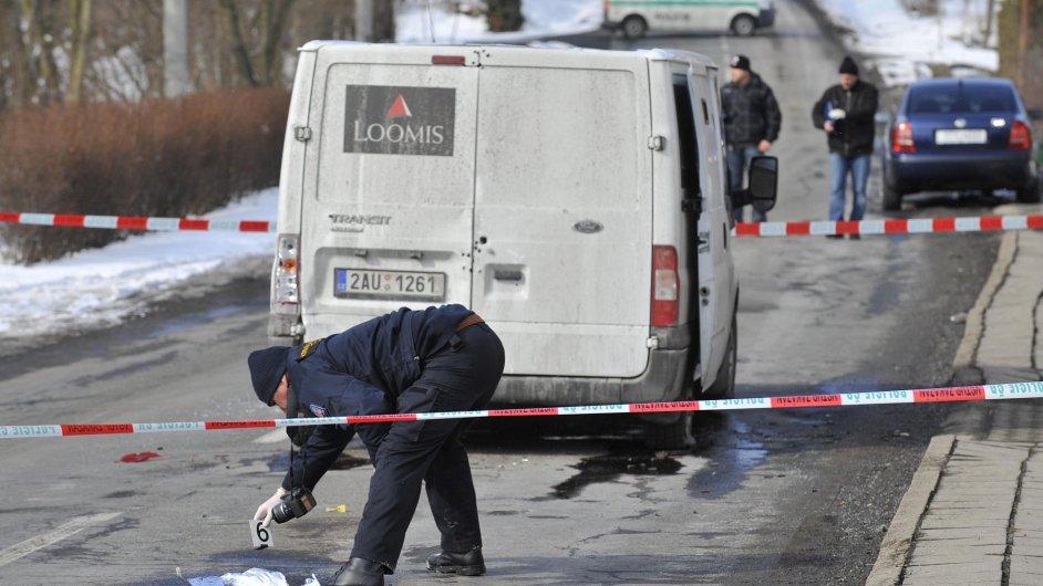 Přepadení na Prostějovsku. Lupiči si odnesli desítky milionů korun