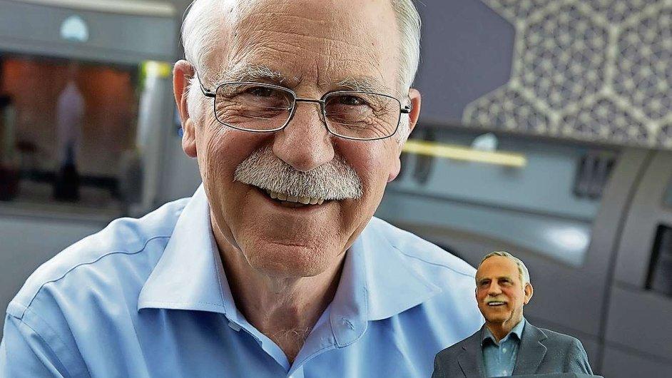 Vynálezce Chuck Hull s plastikou sebe sama vyrobenou pomocí metody stereolitografie. Tu sám Hull v osmdesátých letech vynalezl.