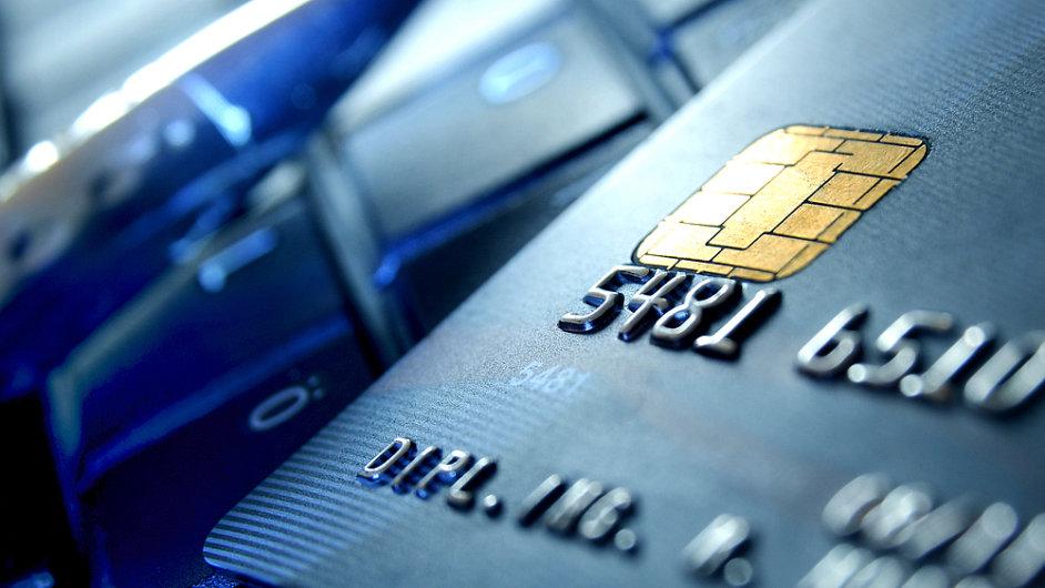 Hlavním zdrojem příjmů Synchrony Financial je emise privátních kreditních karet. (Ilustrační foto)