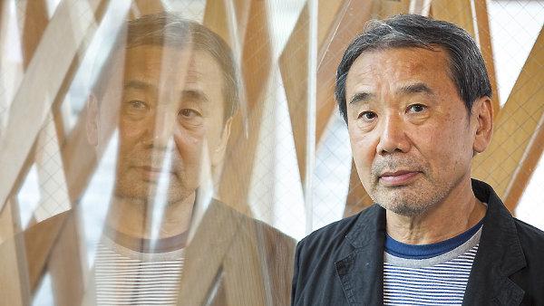 Haruki Murakami přijel do Berlína převzít knižní cenu.