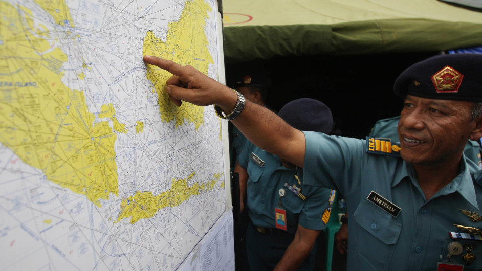 Pátrání po zmizelém letadle QZ8501 pokračuje.
