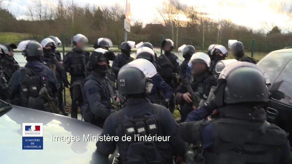 Záběry z policejního zásahu proti teroristům.