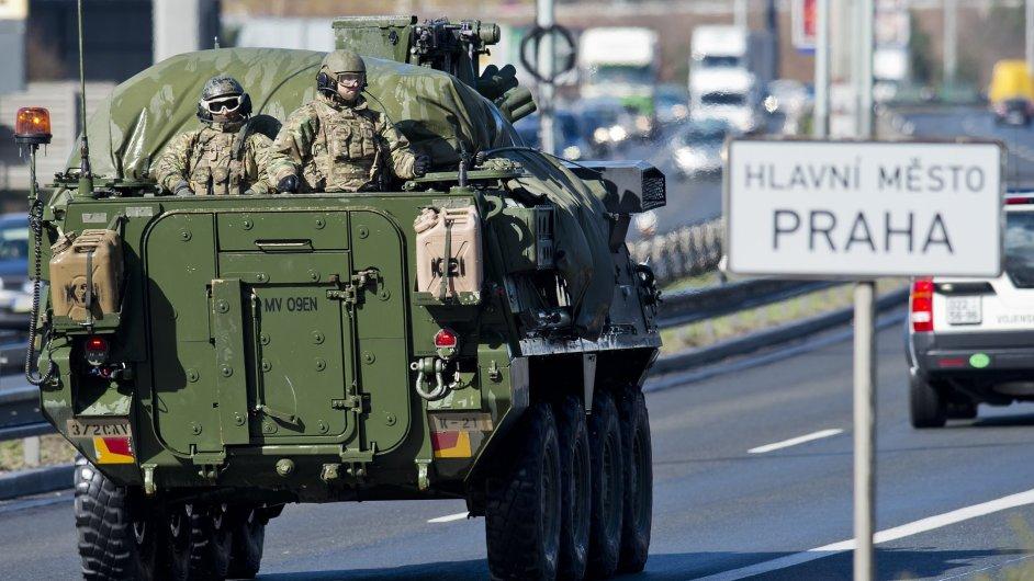 Americký konvoj dorazil do Prahy.