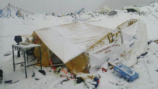 Fotka ze základního tábora na úpatí Mount Everestu.