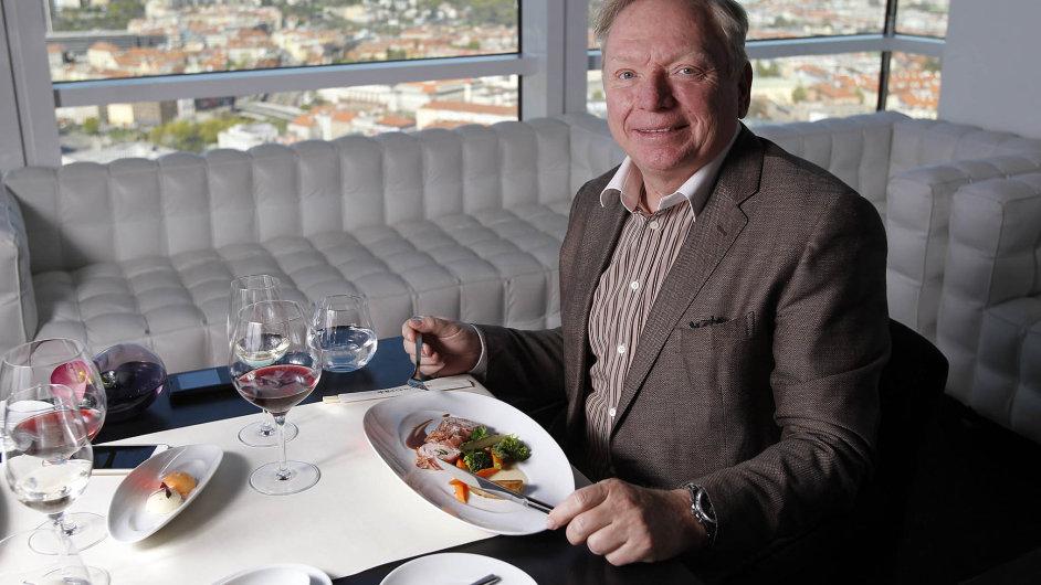 Pavel Smutný, advokát apartner vkanceláři Císař, Češka, Smutný, na pracovním obědě v pražské restauraci Aureole