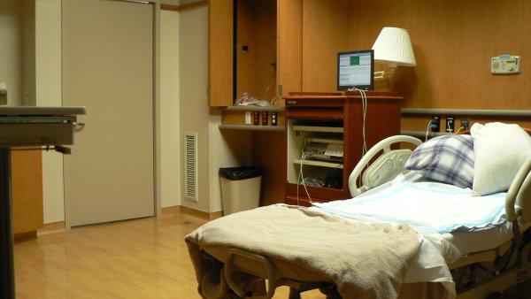A�koliv n�kter� nemocni�n� pokoje jsou komfortn� za��zen�, pobyt doma je p��jemn�j�� � ilustra�n� foto.