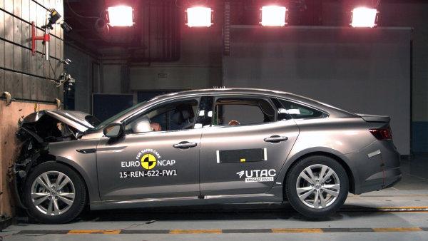 Renault narazil. Podle odbor��� kancel��e firmy prohledali vy�et�ovatel� p�traj�c� po podvodech.