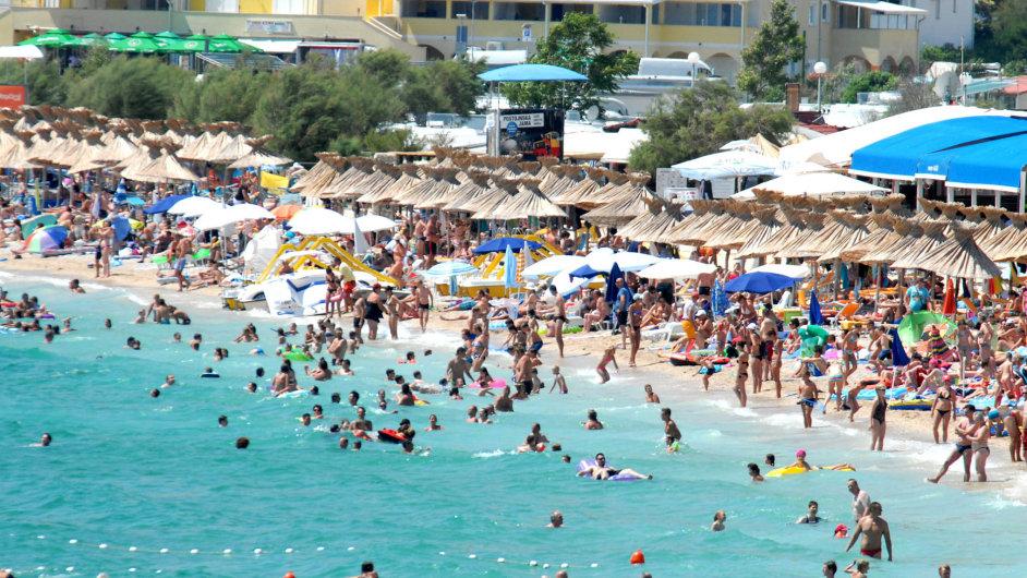 Chorvatské pláže: Vyšším tržbám skupiny Fischer pomohl zájem o blízká moře.
