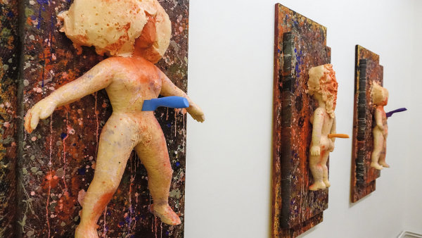 Erika Bornov�: V�c d�v�ry, 2015, polystyren, no�e, barva