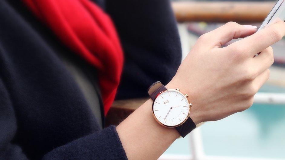 Elephone W2  Chytré hodinky se švýcarským strojkem a safírovým sklíčkem za  2750 korun 6453825b15