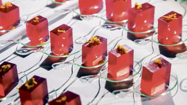 Molekulární kuchyně využívá vědu k vytváření efektních jídel, která vás mají ohromit