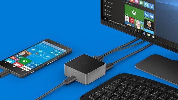 Technologie Continuum prom�n� smartphone s�opera�n�m syst�mem Windows 10 Mobile v�klasick� po��ta� s�velk�m displejem, kl�vesnic� a my��.