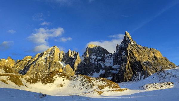 Zdaleka nemusíte být vyznavači bílých svahů, abyste si přírodu v Dolomitech zamilovali.