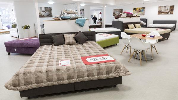 Češi upřednostňují méně kvalitní nábytek ze zahraničí před kvalitními výrobci z tuzemska.