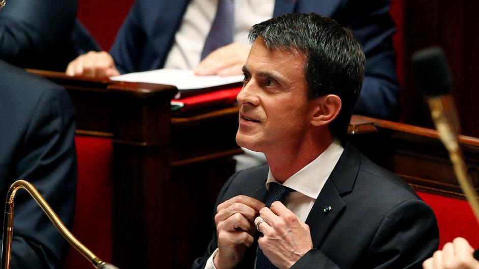 Francouzský premiér Manuel Valls se snaží prosadit velmi nepopulární novelu zákoníku práce.