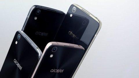 TEST_Dvojcata_od_Alcatelu_a_Vodafonu_si_troufaji_i_na_Galaxy_S7._Date_za_ne_polovinu.jpg