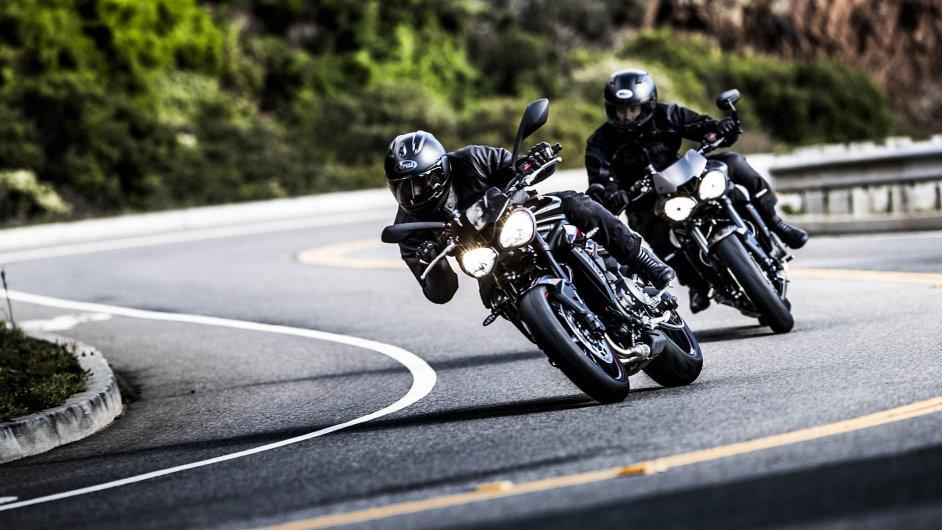 Bez zkušeností tonepůjde: ostře naladěná motorka Triumph potěší zkušené jezdce. Budou muset krotit vysoký výkon motoru avydržet prudkou akceleraci doprovázenou řevem výfuku.