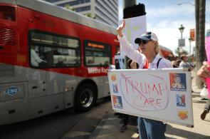 Volební sliby se hroutí. Debakl s Obamacare komplikuje Trumpovi další klíčové změny