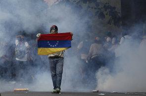 Protivládní demonstrace ve Venezuele si už vyžádaly několik obětí, opozice protestuje proti režimu, který uvedl zemi do krize