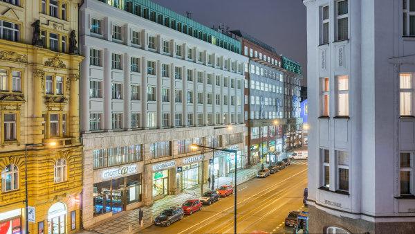 Motel One v pražské ulici Na Poříčí.