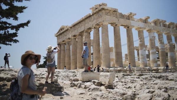 Řecké ministerstvo kultury kvůli vedrům dokonce uzavřelo některé památky.