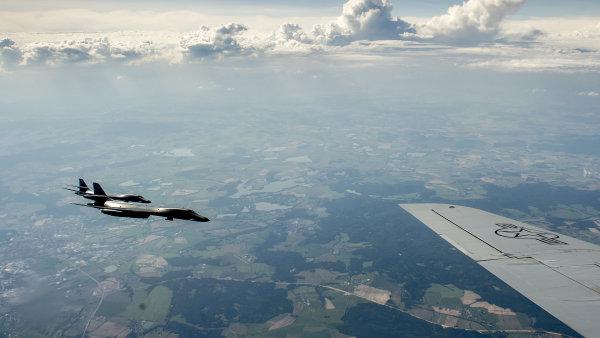 Dva americké nadzvukové bombardéry B-1B přeletěly v doprovodu jihokorejských stíhaček nad Korejským poloostrovem - Ilustrační foto.