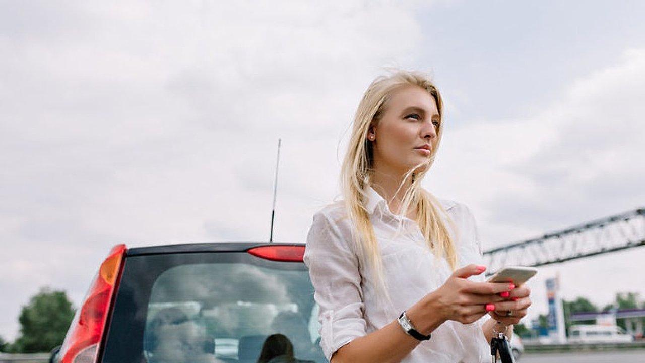 Parkující blondýna jako ryzec pravý. Podívejte se na to nejlepší ze stand-upů Ego Night
