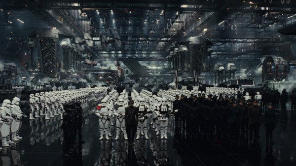 Film režiséra Riana Johnsona Star Wars: Poslední z Jediů začnou česká kina promítat 14. prosince.