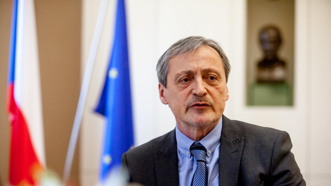 Podle ministra zahraničí Martina Stropnického je vládnutí za tolerance KSČM přijatelné, podporu SPD ale odmítá.