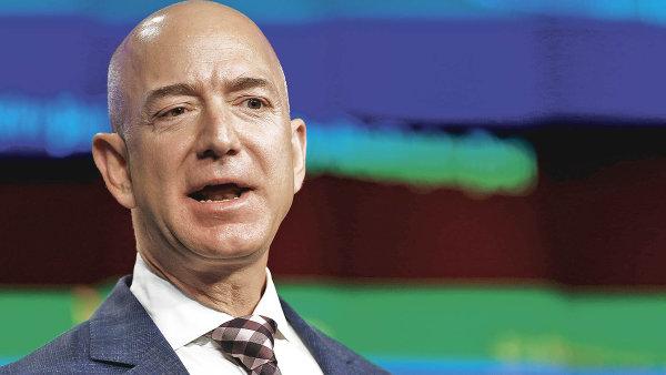 Majitel Amazonu Jeff Bezos je s majetkem v hodnotě 134 miliard dolarů současným nejbohatším člověkem na světě.
