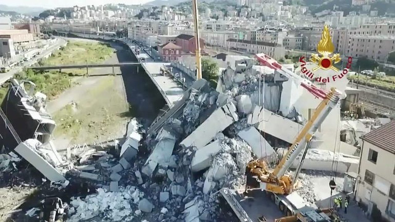 Blesk most v Janově neskolil, mohla na něm postupně praskat lana, klidně i desítky let, míní expert