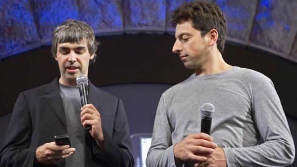Spolužáci ze Stanfordovy univerzity Larry Page (vlevo) a Sergey Brin založili internetový gigant Google před dvaceti lety v době doktorandských studií.