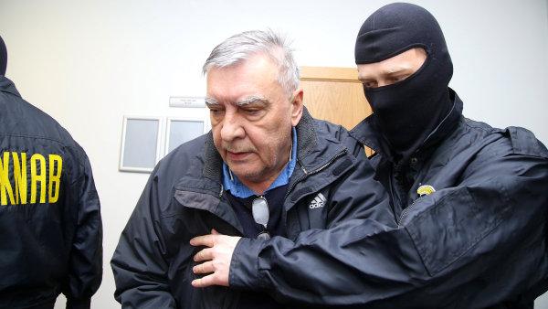 Oblastního ředitele Škody Transportation zadržela lotyšská policie. Vyšetřovatelé prověřují dvacetimilionový úplatek