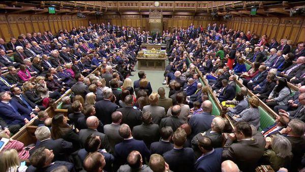 Britští poslanci v Dolní sněmovně hlasují o brexitové dohodě