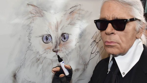 Komu připadnou stamiliony z Lagerfeldova dědictví? Kandidátem je jeho kočka, ze které udělal celebritu a influencerku