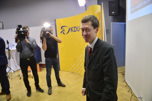 Hayato Okamura ve volebním štábu KDU - ČSL.
