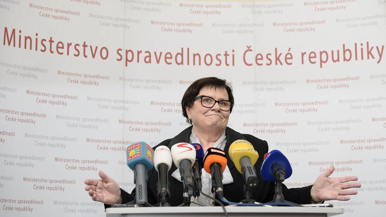 Jen dva dny po návratu do funkce ministryně spravedlnosti, tentokrát ve vládě Andreje Babiše, oprášila Marie Benešová plán na zrušení vrchních státních zastupitelství i soudů.