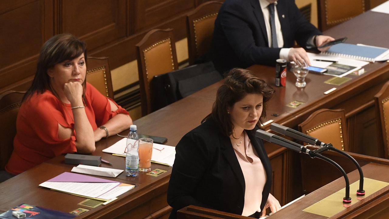 Místopředsedkyně vlády a ministryně financí Alena Schillerová (vlevo), ministryně práce a sociálních věcí Jana Maláčová a ministr životního prostředí Richard Brabec