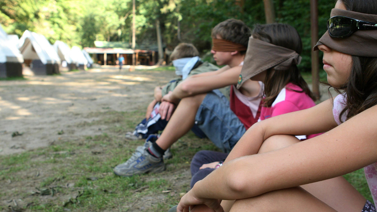 Letní přetíženost: Tábory, zejména ty příměstské, bývají pro rodiče finačně náročné. Často navíc kapacitně nestačí pro všechny uchazeče.