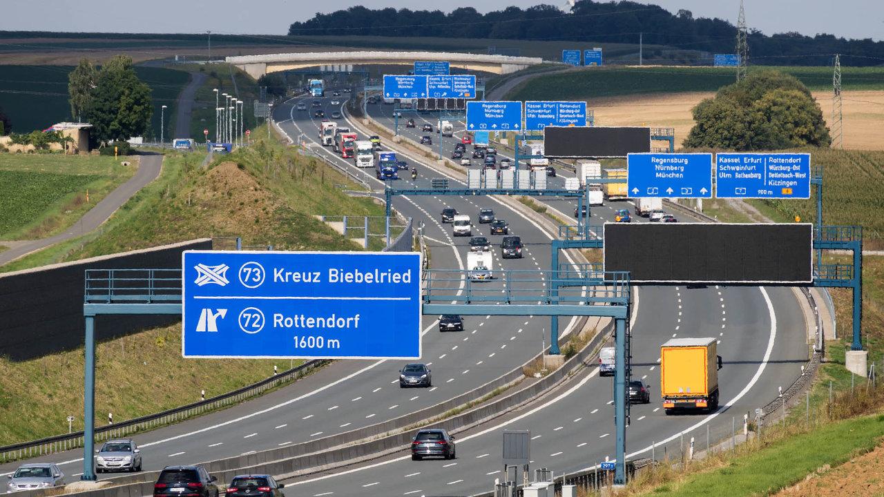 Mýtné se v Německu týká jen nákladních aut. Opět se ale vede debata o tom, zda jej nerozšířit i na osobní vozy.