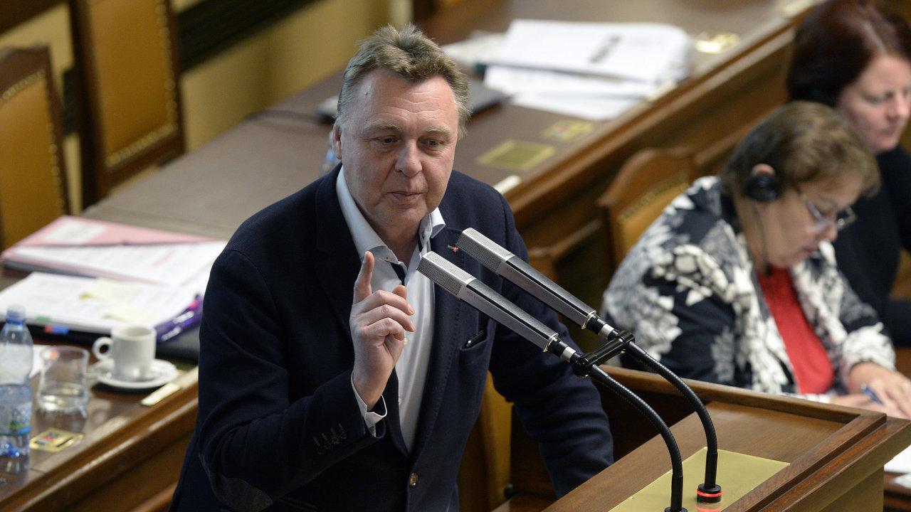 Poslanec Pavel Juříček při projednávání výročních zpráv ČT.