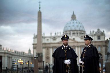 Důležitou součástí příjmů Vatikánu jsou příspěvky katolíků z celého světa, kterým se říká Svatopetrský haléř.